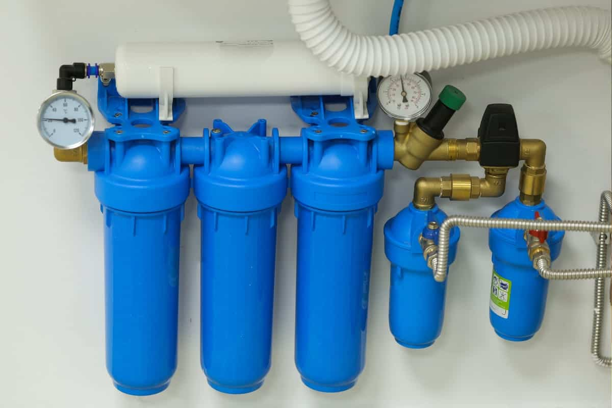 Under the sink water filtration system